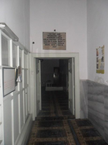 Yer Kapı Cami Giriş