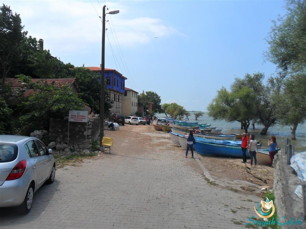 Gölyazı Evleri ve Sandallar