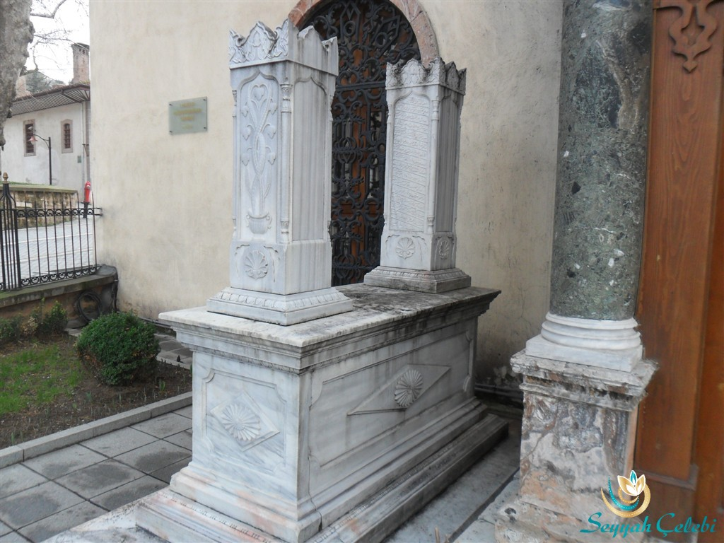 I.Murad Türbesi Giriş Mezar