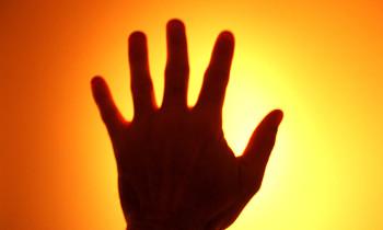 sun-hand-1543143-640x480