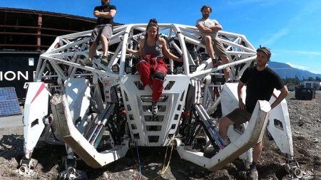 Mech Racers: the real-life exo-suit (weird news).