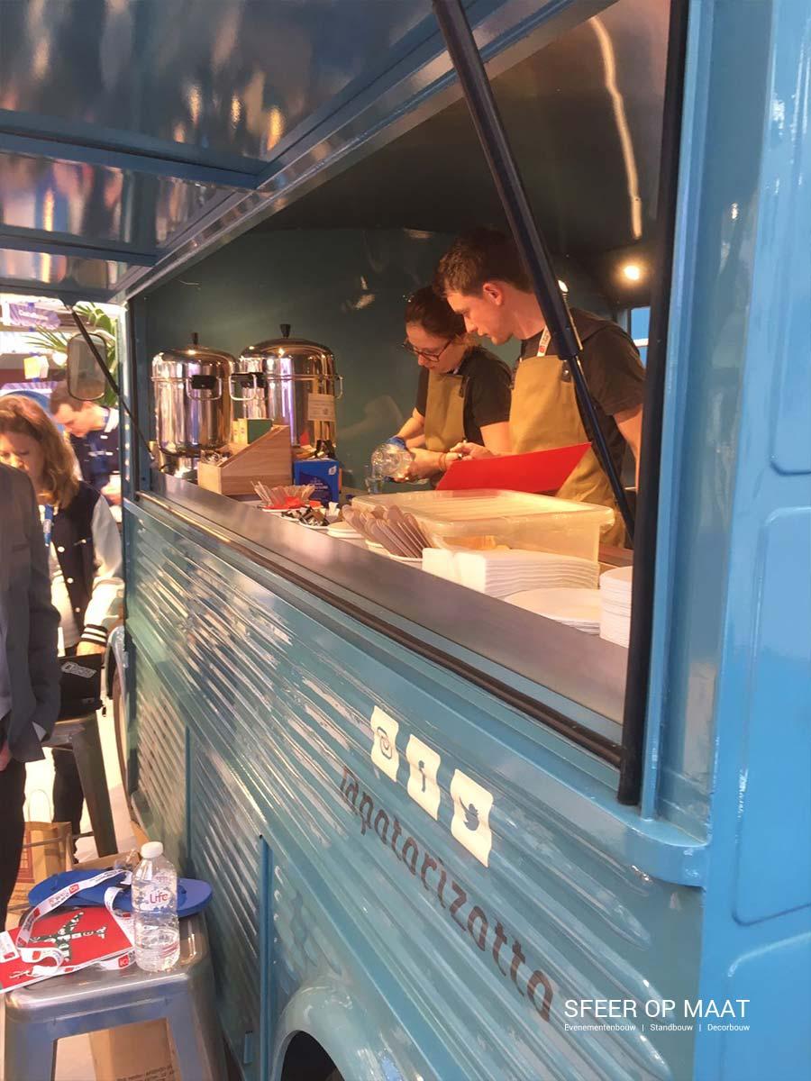 Pot'O'Rizotto bij festival of possibilities op de stand van Booking.com in Londen. Gebouwd door Sfeer op Maat.