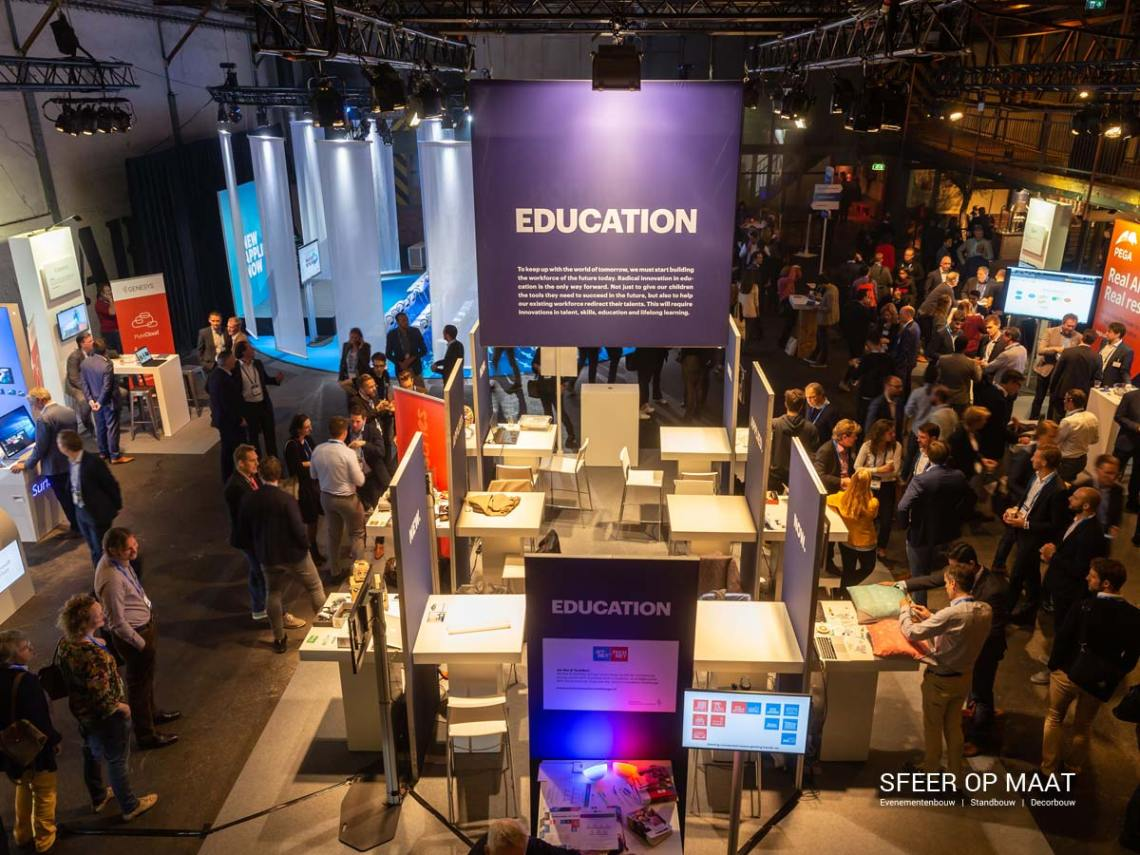Accenture Innovatie Summit een jaarlijks evenement met Awards. Sfeer op Maat bouwde per categorie een eigen stand. Categorie Education