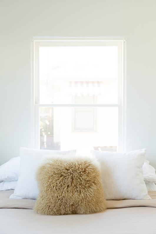 modern neutral bedroom decor / sfgirlbybay