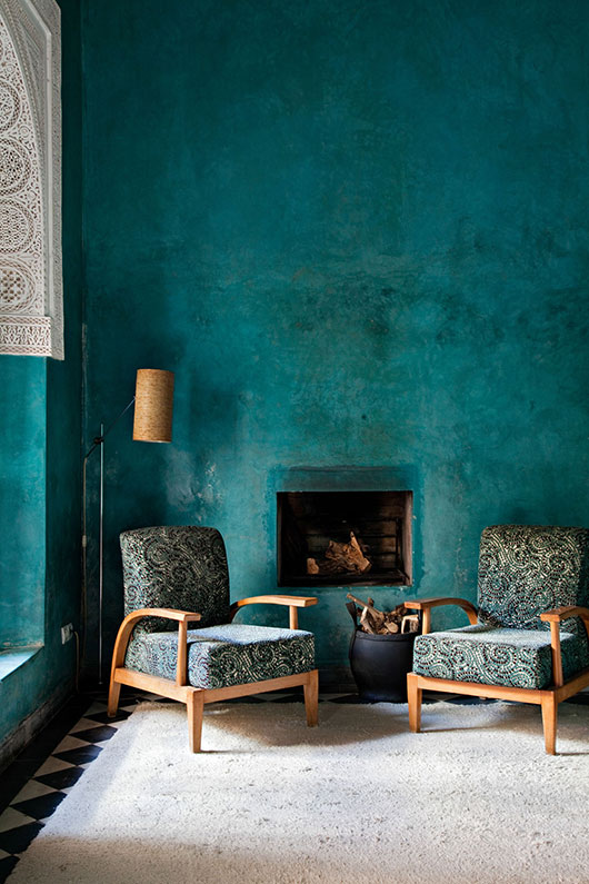 dramatic teal walls via elle decor / sfgirlbybay