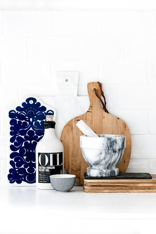 laura seppanen styled helsinki apartment kitchen decor / sfgirlbybay