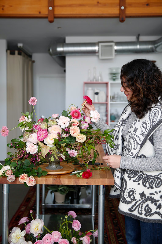 tulipina owner kiana underwood arranging flowers. / sfgirlbybay
