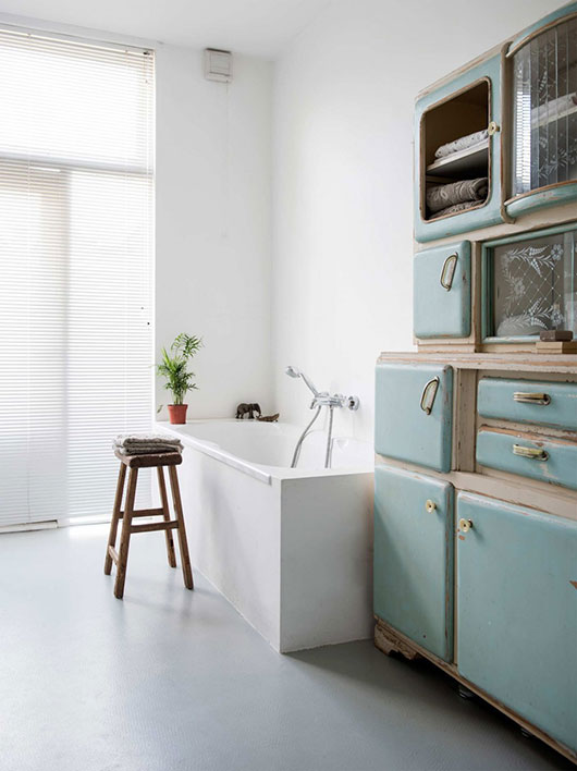 vintage furnishings in saar manche's home / sfgirlbybay