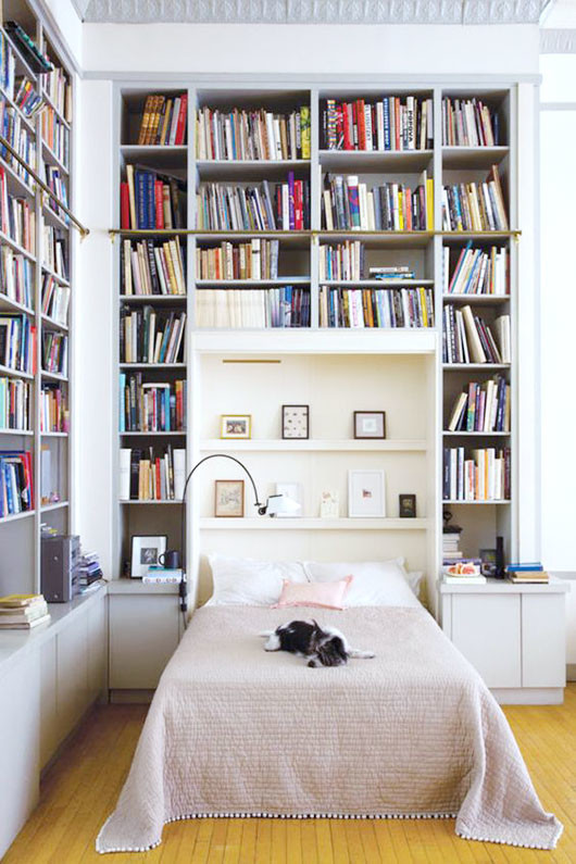 bed with built-in bookcases / sfgirlbybay