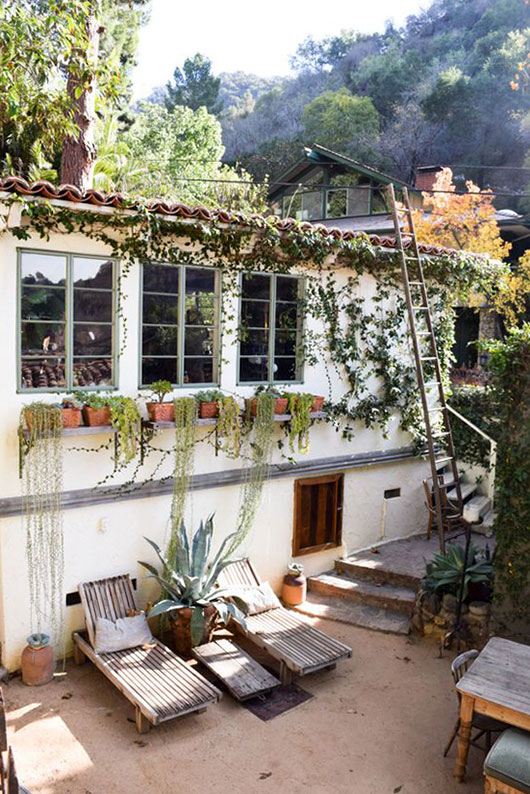 outdoor space in L.A. via free people blog / sfgirlbybay