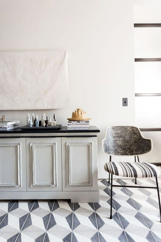 simple black and white nuetral decor via new york magazine. / sfgirlbybay