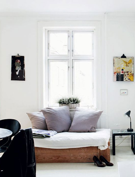 living room with low platform bed via boligliv. / sfgirlbybay