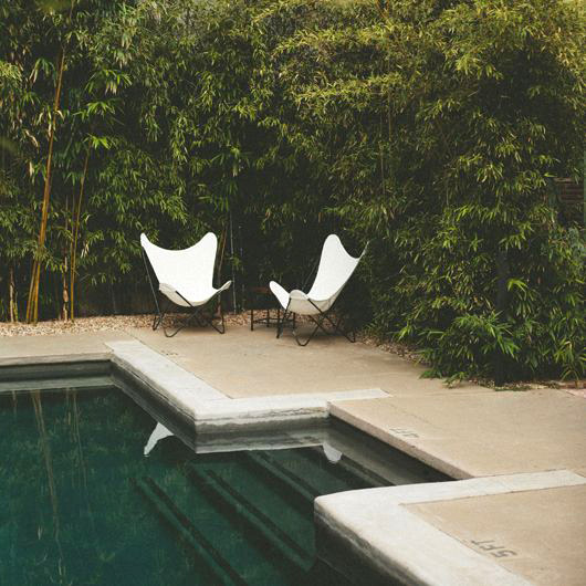 white butterfly chairs poolside at hotel san jose in austin / sfgirlbybay