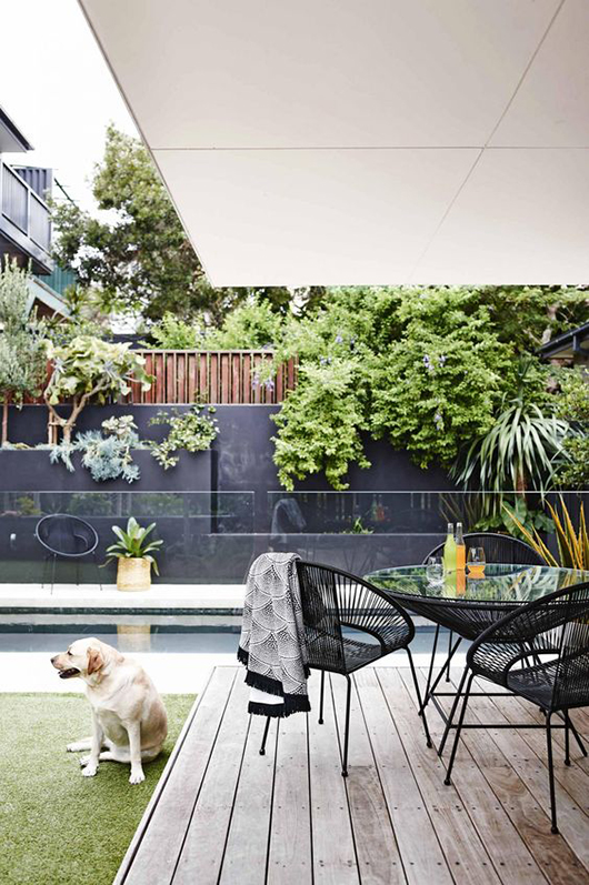 chic and modern patio via inside out magazine. / sfgirlbybay