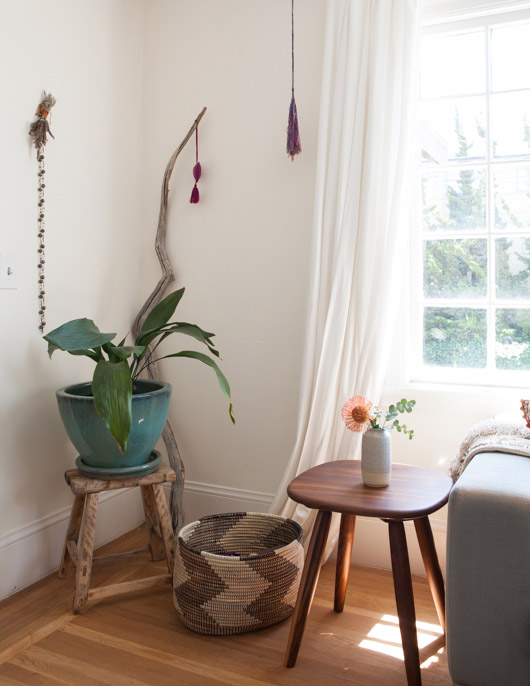 teal potted plant on wood plant stand and handmade wood table in modern oakland home / sfgirlbybay