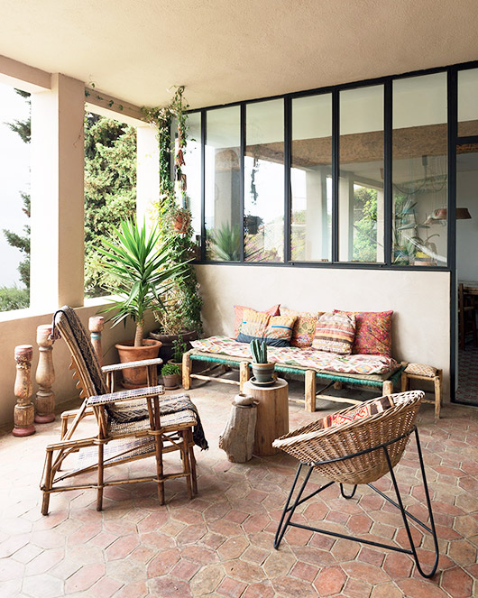 bohemian patio with potted plants and vintage furniture via Milk Magazine / sfgirlbybay