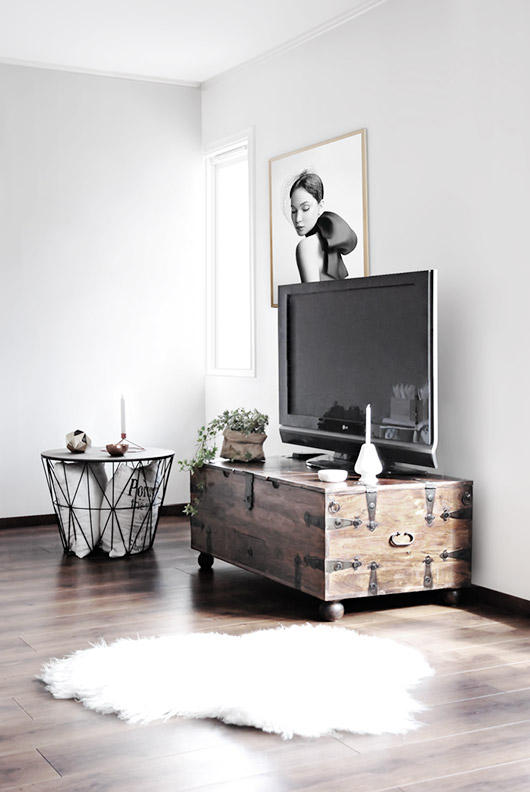 trunk as tv stand with storage / sfgirlbybay