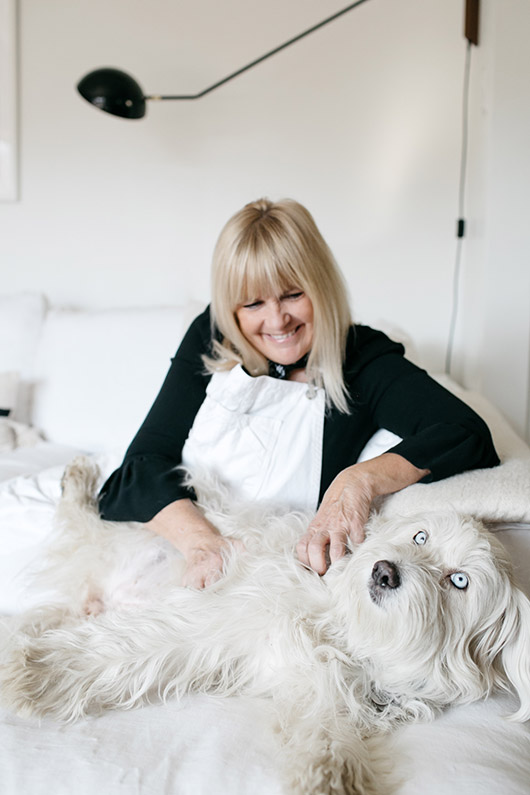 victoria smith at home with her dog lucy. / sfgirlbybay