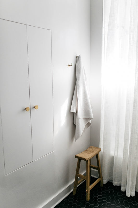 white bathroom walls, curtains and cabinets. / sfgirlbybay
