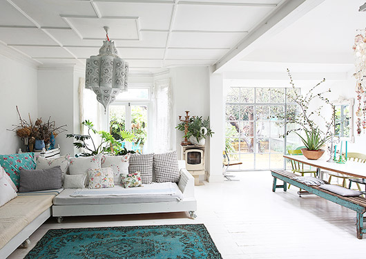 cheerful vintage style living room in london via light locations. / sfgirlbybay