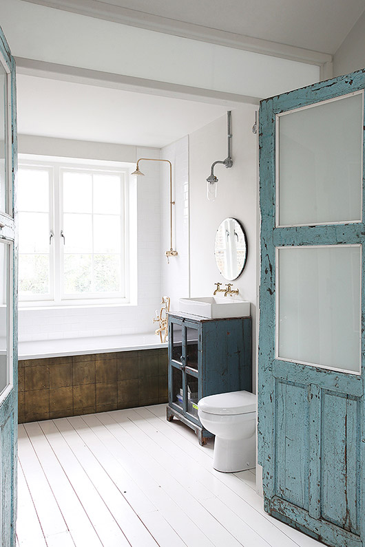 minimalist meets rustic bathroom decor inspiration via light locations london. / sfgirlbybay
