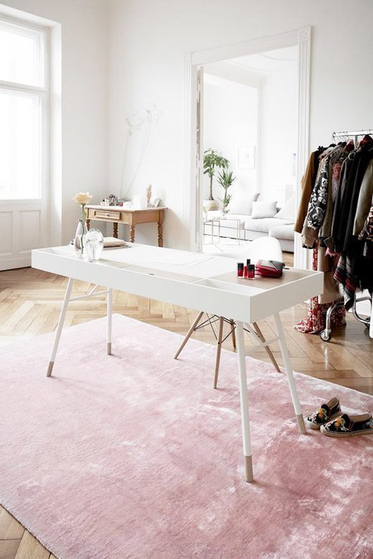 pink area rug for spring. / sfgirlbybay