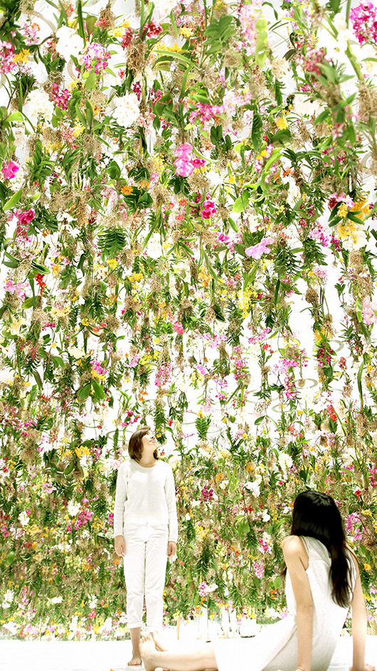 interactive floating flower garden via the cool hunter. / sfgirlbybay
