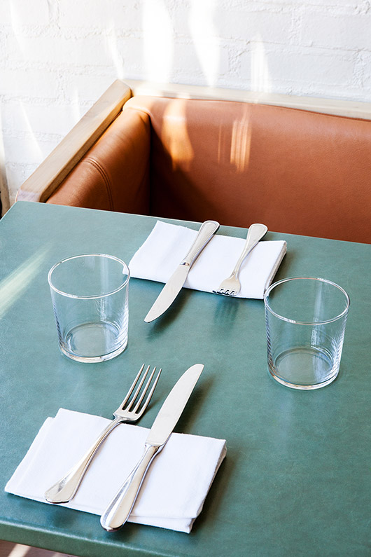 green table tops at de maria restaurant. / sfgirlbybay
