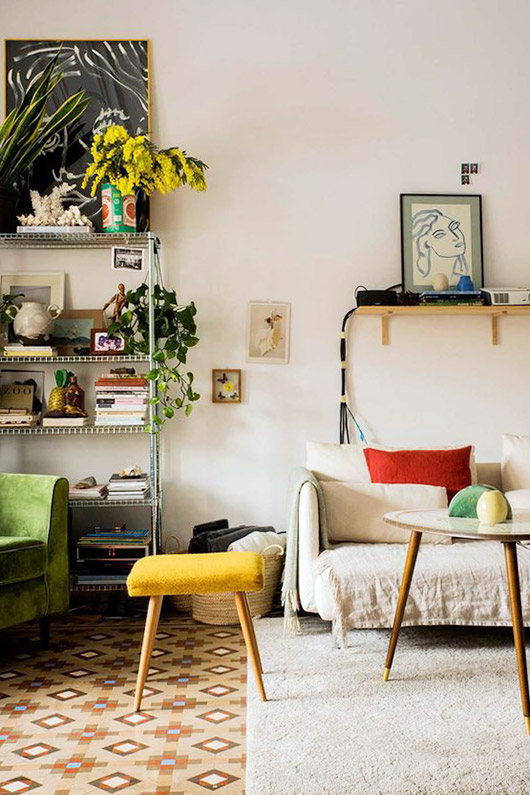 eclectic decor in home of designer paloma lanna via architectural digest. / sfgirlbybay