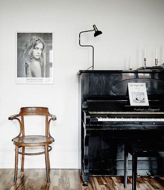 vintage bentwood chair next to black piano. / sfgirlbybay