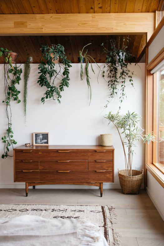 indoor houseplants on ledge in malibu bedroom. / sfgirlbybay