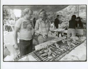 1978 - Een lekker stuk vlees op de bbq smaakt altijd!