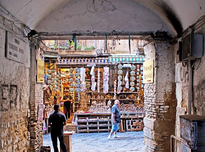 cosa vedere a napoli via san gregorio armeno
