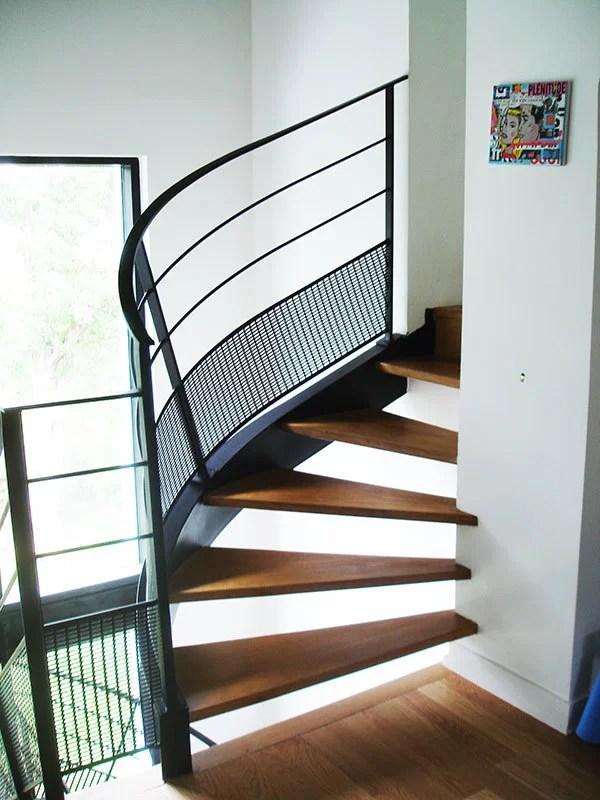 Escalier tournant avec palier bois et metal