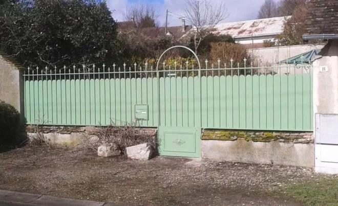 Grilles, portails et portes en fer forgé plein