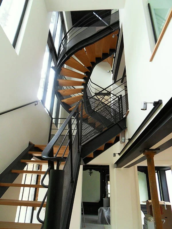 Escalier design tournant bois et métal 78