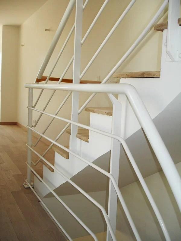 Garde-corps et rampe en métal blanc