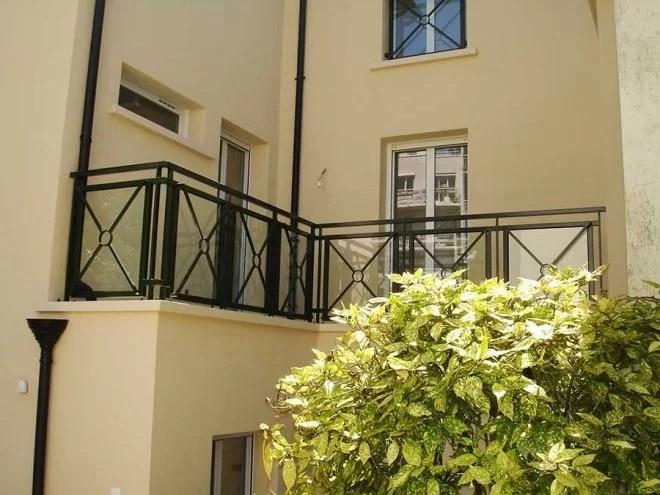 garde corps verre et métal balcon extérieur