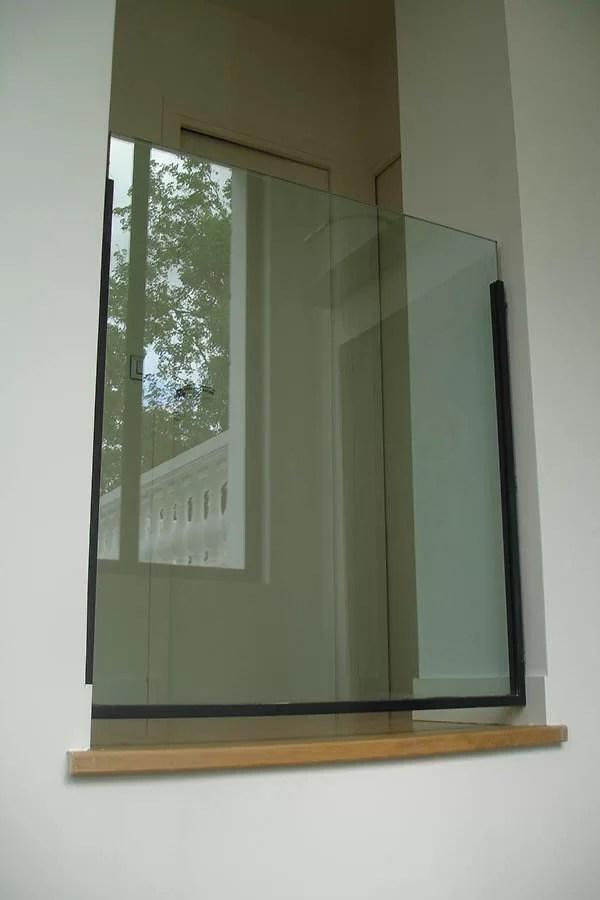 Garde corps en verre et structure métallique