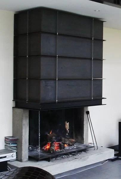 Habillage en métal d'une hotte de cheminée