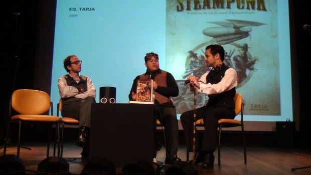 A. Z. Cordenonzi, R. Cândido and Enéias Tavares in the panel about Steampunk.