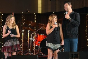 Jason Crabb and daughters