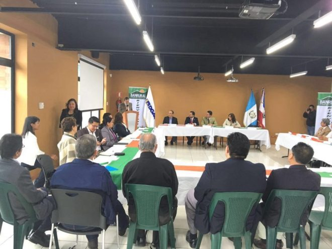 Myself and 30 others are guests at this meeting of the Mesa Economico (Chamber) of Quetzaltenango.