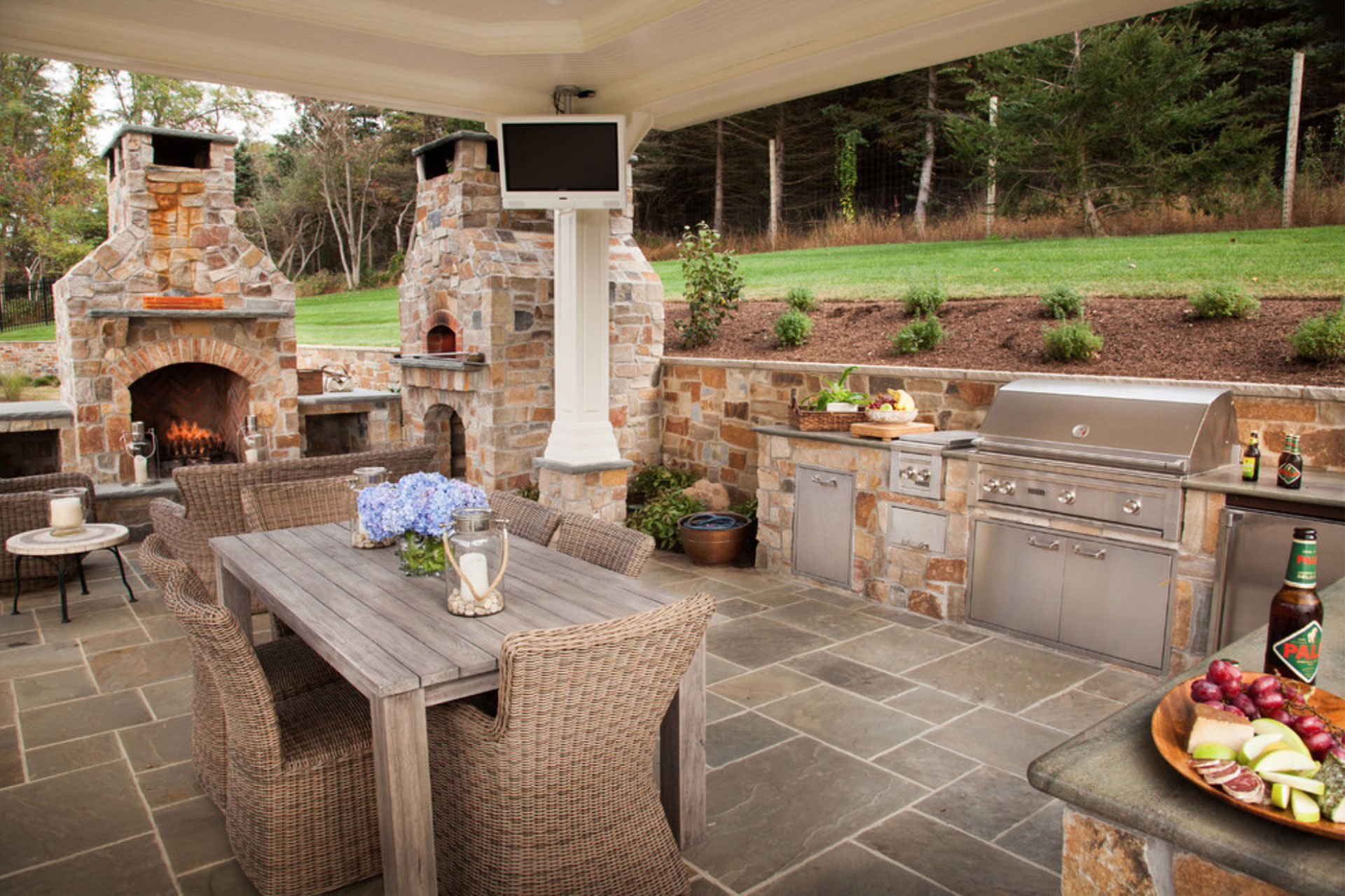 Five Popular Design Features for Outdoor Entertaining on Patio Kitchen  id=68798