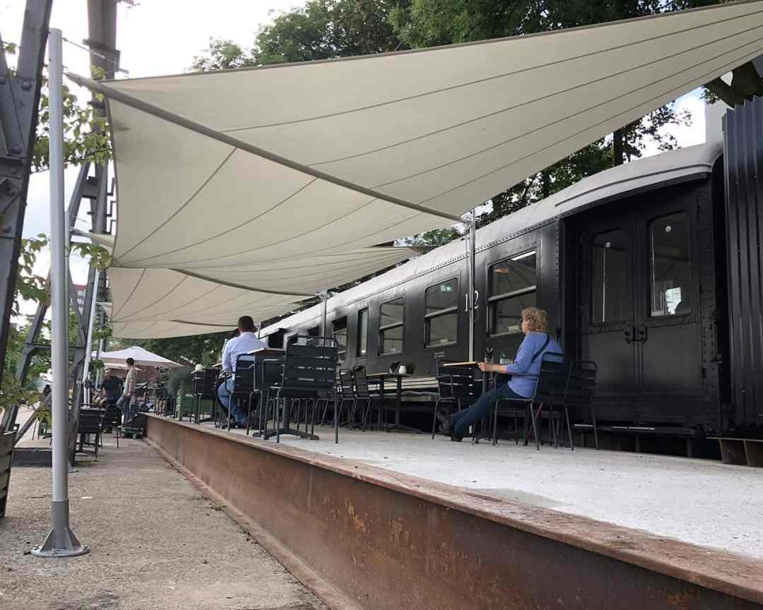 ShadowArt Soliday A oprolbaar zonnezeil horeca - De Wagon, Tilburg