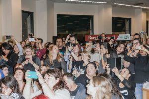 Dei fan di Cassandra Clare a una sua apparizione in una libreria di Los Angeles. – Julian Berman per il New York Times