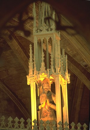 Tewkesbury_Chantry_Chapel_Edward_Despencer_kneeling_knight_on_top_1375