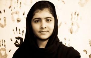 ملاله یوسف زای دختر پاکستانی  که در  14 سالگی برای  دفاع از حق تحصیل  هدف گلوله طالبان  قرار گرفت