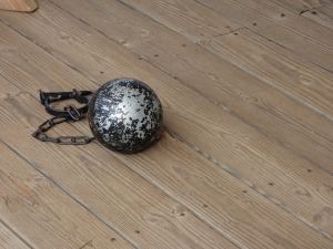 ball-and-chain-851439_960_720
