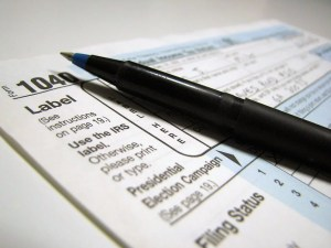2481 Closeup Of A 1040 Tax Form And A Pen Pv